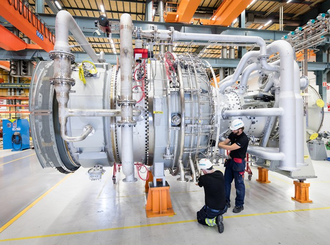 Die Siemens SGT-800 in der Fertigungshalle im Gasturbinenwerk in Finspong, Schweden.The Siemens SGT-800 gas turbine in the manufacturing building of the gas turbine workshop in Finspong, Sweden.